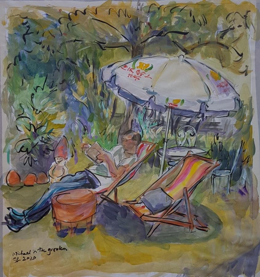 Michael liest im Garten